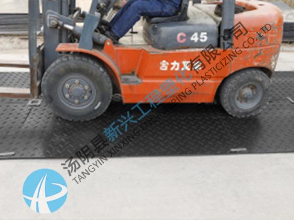 工地泥泞路使用垫板
